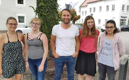 Jugendredaktion zur Landtagswahl 2018 in Bayern hier beim Interview mit Max Deisenhofer